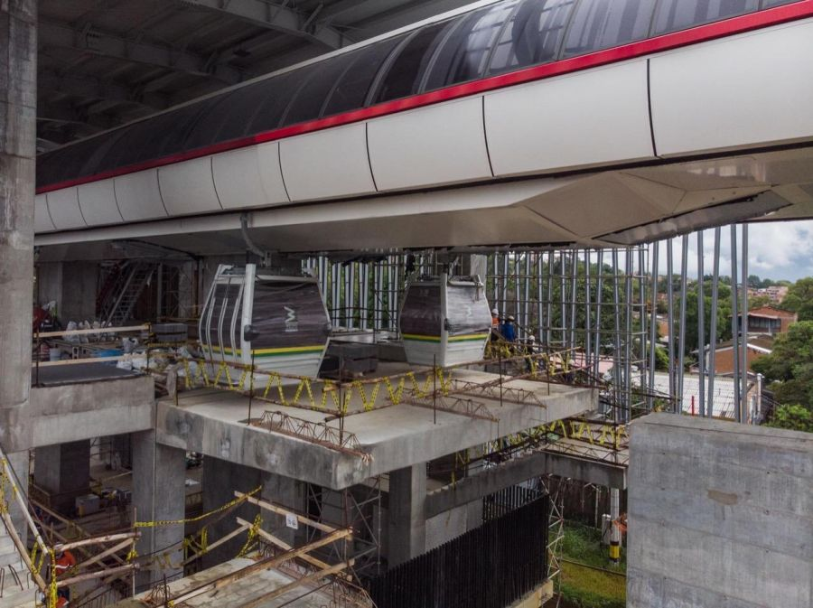 Urban cable car Medellin: Construction work
