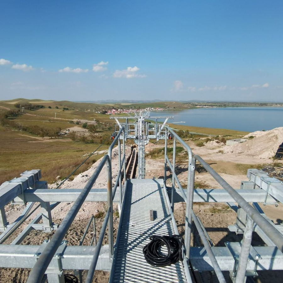 MND: Installation of two 4-seater chairlifts in China